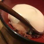巡りや - お通し。豆腐の泡。鰹節と醤油の味。