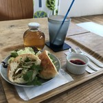 ヨムパン - 料理写真:鶏胸肉サンドのモーニングをいただきました(2017.12.27)