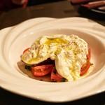 ギャロ ガレージ - ☆ブッラータチーズと美味しいトマト 1600円