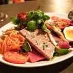 ギャロ ガレージ - ☆パテ入りの特製サラダ