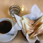 萄洋 - 料理写真:ホットサンドとコーヒー900円