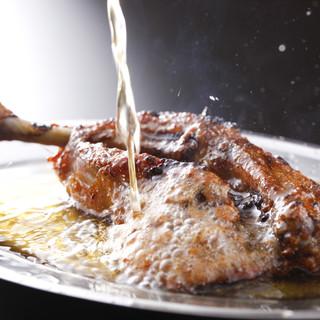 かりかりジューシーな肉汁な骨付き鳥をがぶりついて下さい!