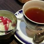 モナラ - セットのアイスクリーム・紅茶