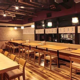 大人の雰囲気落ち着いた和空間でお寿司をご堪能下さい。
