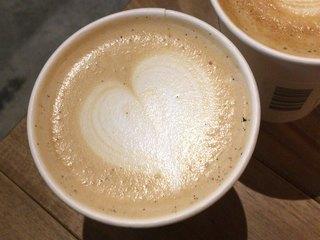 フック コーヒー - バニラビーンズラテ 540円 バニラビーンズたっぷりで美味!