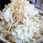 るどるふ - ラーメン大盛(野菜・タマネギマシ)