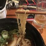留り木 - しょうゆラーメン(S)麺アップ