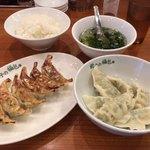 餃子の福包 - 焼き餃子と水餃子のセットで590円