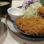 78601472 - ロースカツ&カキフライ定食