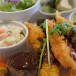LOHAS cafe - 本日のランチプレートのメインは、海老フライ。3尾も!