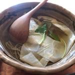 蕎麦切り大城 - 料理写真:★★★ 生湯葉 冷かけそば  かけ汁がお上品過ぎてちょっと物足りない感じ。お蕎麦が良いので、次は盛りそばに。