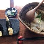蕎麦切り大城 - ★★★☆ ランチ 生湯葉?戻した乾物みたい。 天むすの天ぷらは揚げたて、ご飯にも塩があればもっと好きかも。