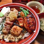 江戸路 - ★★★★ 江戸路丼 炭火焼の焼き鳥が美味しー!