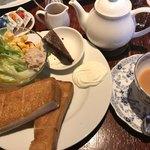 亜麻亜亭 - ★★★☆ シナモントーストモーニング 蜂蜜もついてたっぷり、紅茶もポットサービスでリーズナブル