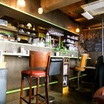 アナログ カフェ ラウンジ トーキョー - カウンター席・椅子がすべて違います♪