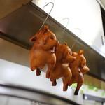 麗晶 - 厨房に掲げられた鶏☆