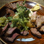 lilgo - 牛タン・ラム肩肉・豚肩肉ロースの炭火焼き肉盛り合わせ