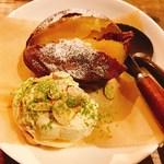 78610560 - 焼き芋とバニラアイス