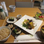 リセルキッチン - お茶をいただいてゆっくりしてると注文したリセル御膳1300円の出来上がりです。