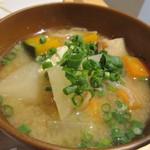 リセルキッチン - 御膳の汁椀は根菜タップリのお味噌汁です。