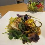 リセルキッチン - この日のメインはサバの煮付を特製おろしソースで仕上げ野菜をたっぷりそえた料理でした。