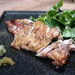 白金魚 プラチナフィッシュ 新橋鉄板バル - ホワイトチキン香草焼き