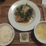 紅虎餃子房 - 季節野菜の油淋鶏982円が柏・我孫子ランチパスポート8で540円(2017.11.28)