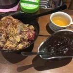 1ポンドのステーキハンバーグ タケル - 旨馬丼、ブラックカレー