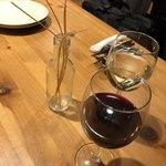 78617508 - サービスの揚げパスタとノンアルコール赤ワイン
