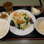 福餃子 - 季節の野菜と玉子炒め¥680-