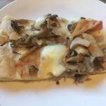 bondolfi boncaffē - キノコとパンチェッタのピザ