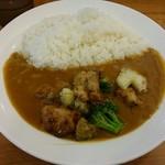 カレーショップ C&C - グリルチキンと温野菜のカレー。