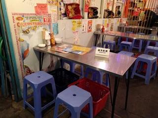 墨国回転鶏料理 天満店 - テーブル席