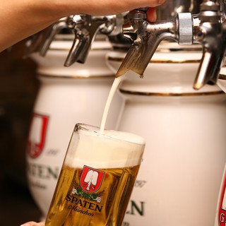 ドイツ・アメリカ・チェコなど、世界のビールを樽生で提供!