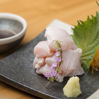 【鶏】毎日新鮮な状態で届けられる愛知県産の錦爽どりを使用