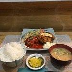 78640475 - 『本日のおすすめ』のトマトソースの煮込みハンバーグ カキフライ('17/12/28)