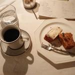 時計のない喫茶店 - コーヒーとケーキ