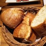 ニクバルダカラ 大崎 - お代わり自由のパン