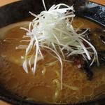 麺武 はちまき屋 - 味噌ラーメン770円 野菜炒め無