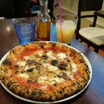 78648598 - 本日のピッツァはマルゲリータにツナ&茸乗せ、スープやドリンク付き税込み1,000円