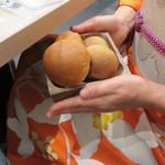俺のフレンチ 博多 - パンはミルクパンとライ麦粉パンがあります。