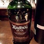 ジムマッキュワンバーウィスキーアイランド - アードベッグ   アン・オー  今年出荷された特別なお酒です♪