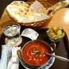 マラティ - 料理写真:日替わりカレーセット(エビカレー・大ナンに変更)600円