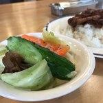 サリサリカリー - オイルと塩胡椒のシンプルなサラダ