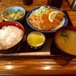 門 - 料理写真:ランチ750円