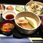 築地の貝 - 築地の貝定食¥1300(税込)    ご飯が白飯なのが残念……大きな赤出汁も今ひとつ……
