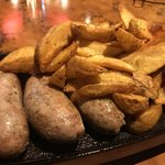 イタリアン肉バル あべのダイナー - 生ソーセージとフライドポテト