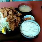 日本亭 - 若鶏の唐揚げ定食(キャベツの盛り半端ないです、唐揚げも多い)