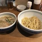 つけ麺 上方屋 五郎ヱ門 - 豚骨つけ麺、麺は200グラム
