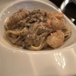 ティーズスタイル - エビとキノコのクリームフェットチーネ